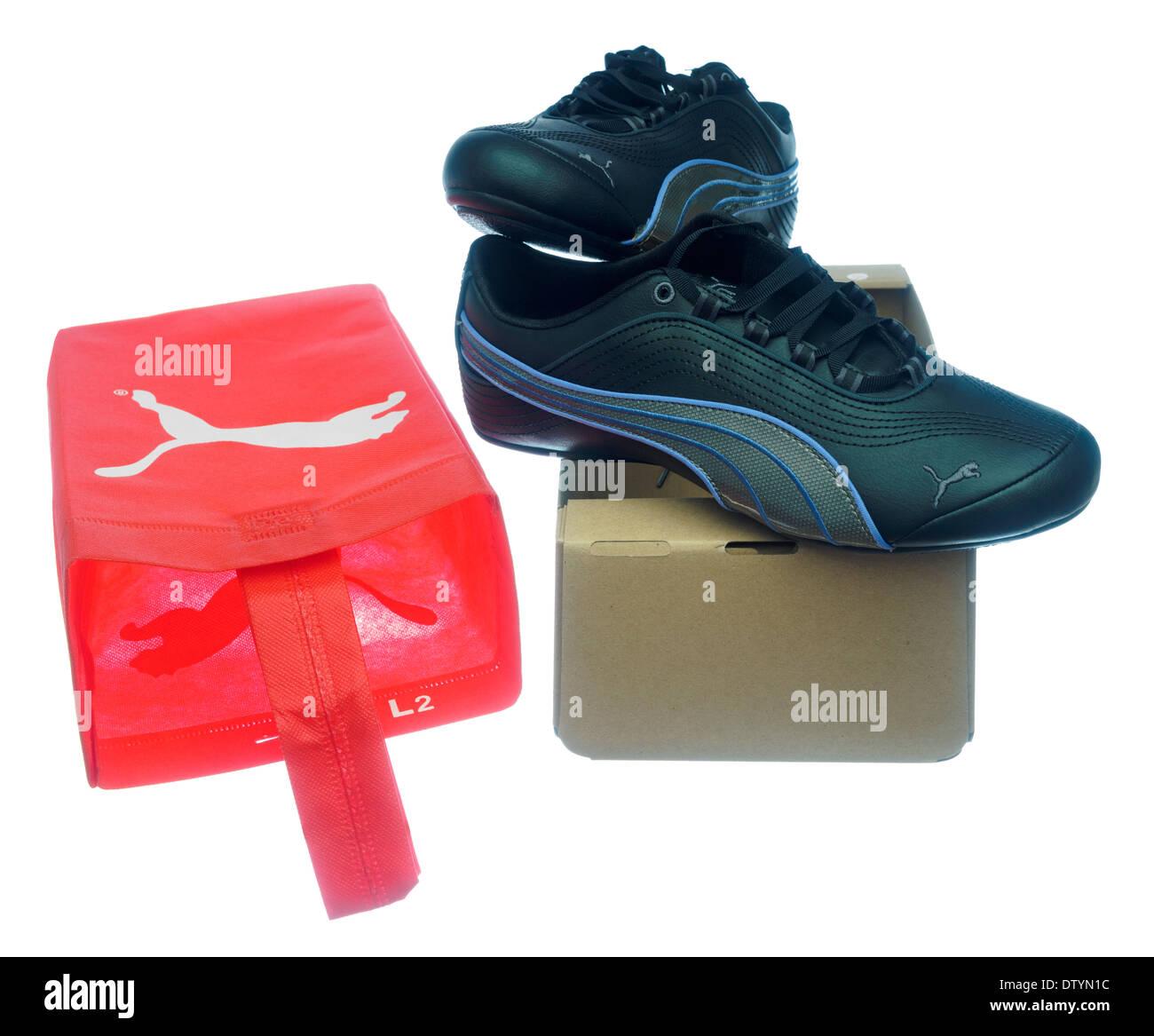Ein paar Damen Schwarz Leder Puma Fitness Schuhe