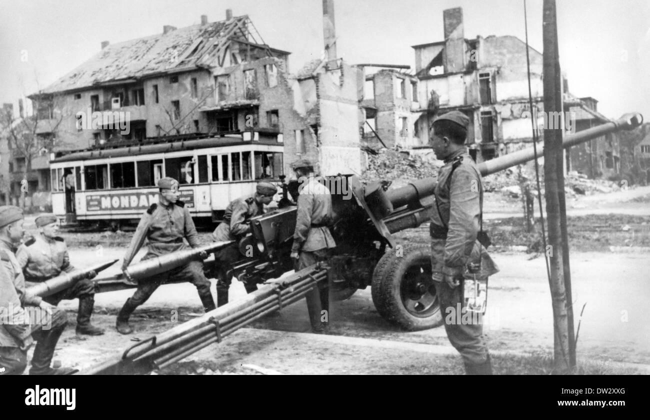 Ende des Krieges in Berlin 1945 - Vormarsch der Roten Armee mit ...