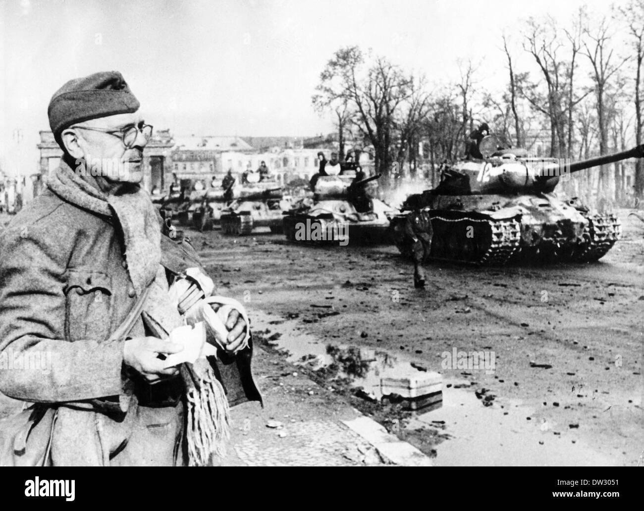 Ende des Krieges in Berlin 1945 - Panzer der Roten Armee verschoben ...