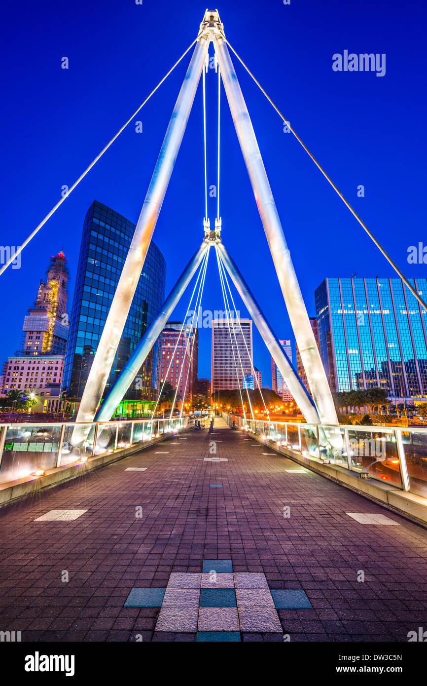Hartford, Connecticut, USA Skyline Innenstadt auf Gründer Brücke. Stockbild