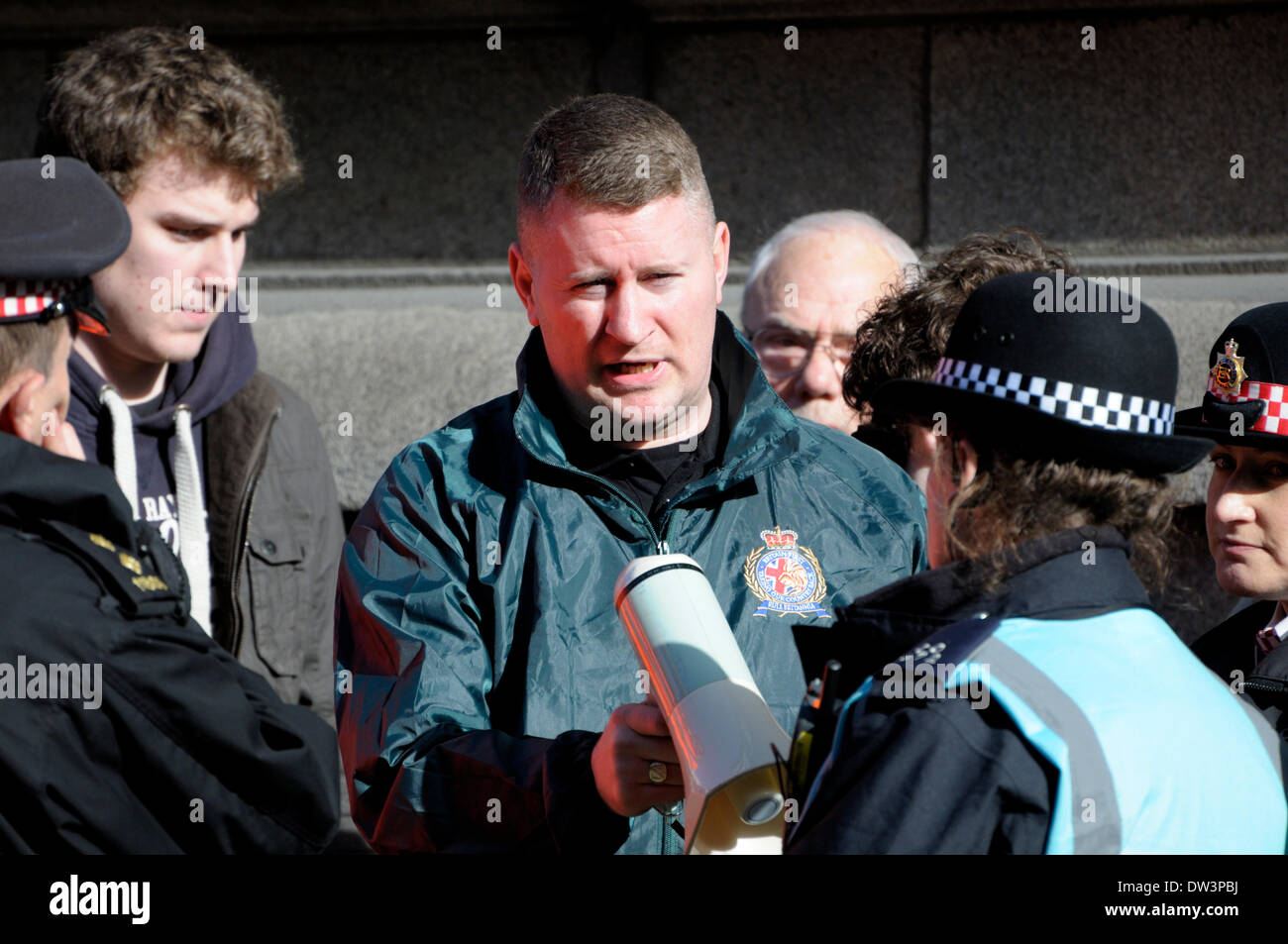 """Paul Golding, Vorsitzender des """"Britain First"""" in der Lee Rigby Mord Prozess Verurteilung - Old Bailey 26. Februar 2014. Rechtsextreme Gruppen Werbetätigkeit für Wiedereinführung der Todesstrafe und gegen die """"Islamisierung of Britain"""", wie der Satz in das Gericht gegeben ist. Stockbild"""