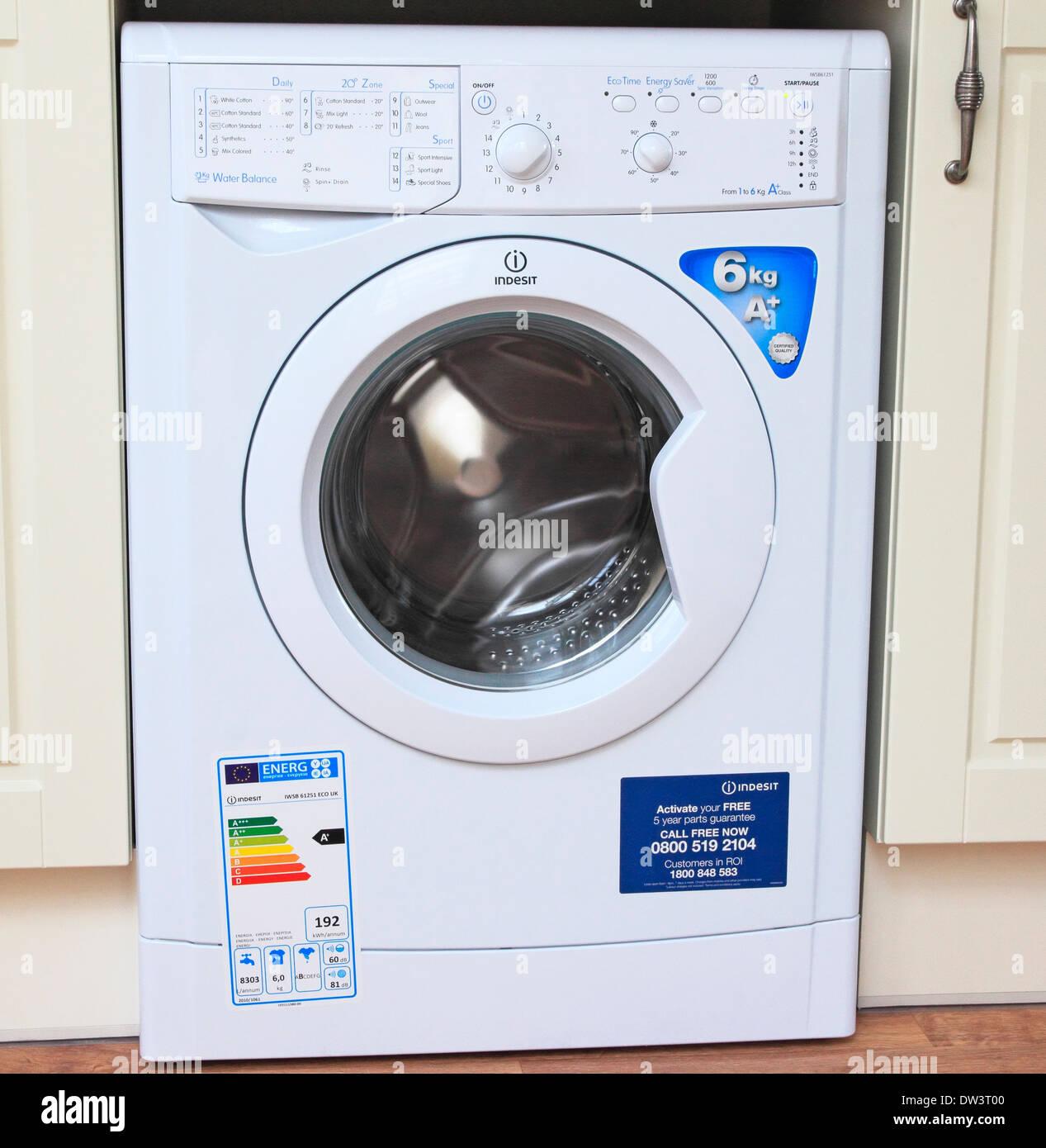 Neue Elektrische Indesit Frontlader Waschmaschine In Einer Kuche