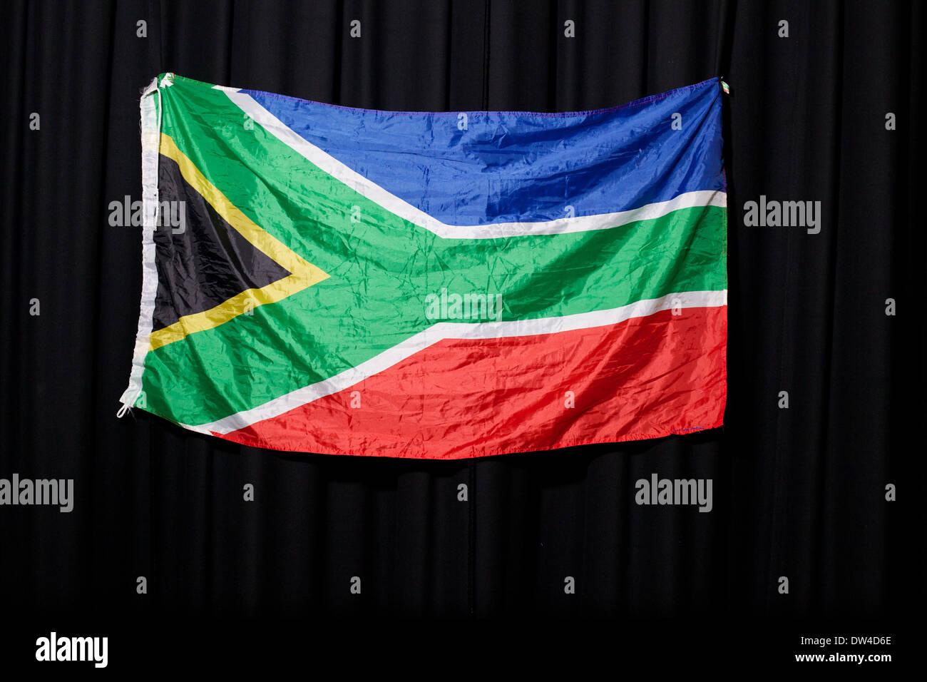 Bild von der südafrikanischen Flagge auf einem schwarzen Hintergrund Stockfoto