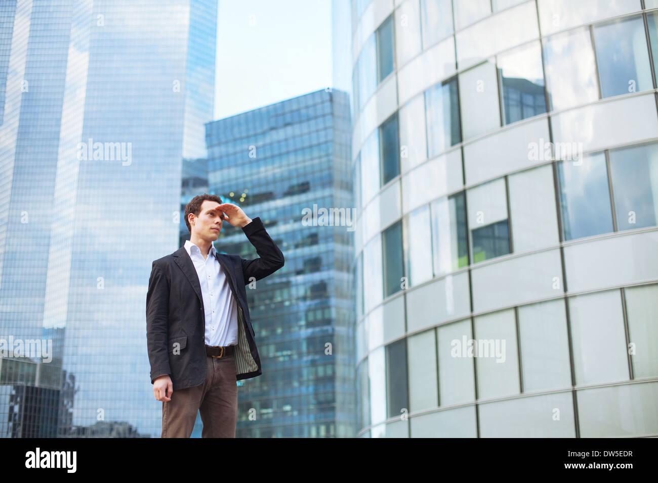 Karriereende, jungen Geschäftsmann freut sich Stockfoto