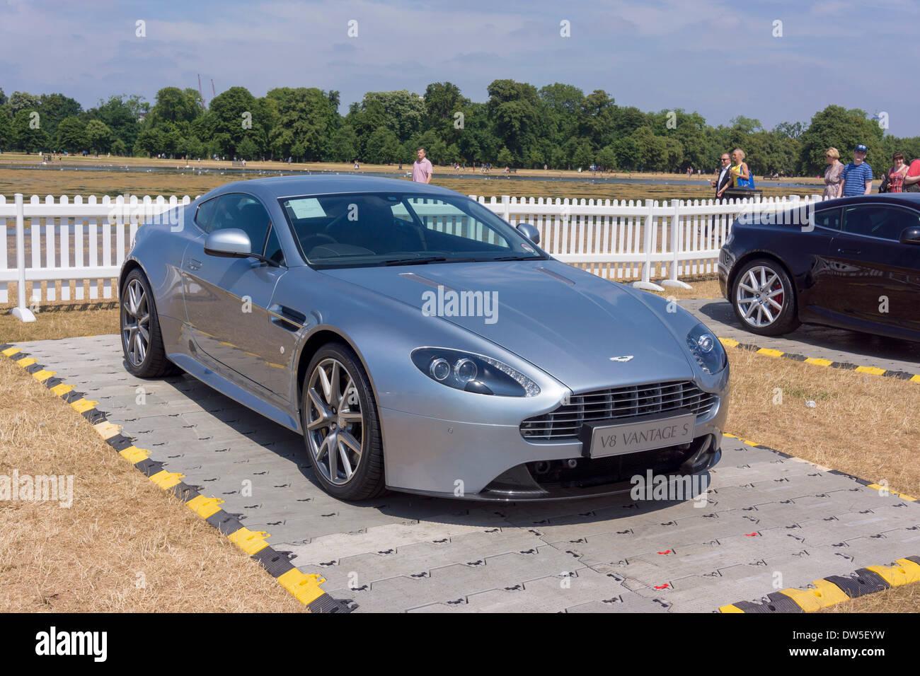2011 Aston Martin V8 Vantage Stockfotos Und Bilder Kaufen Alamy