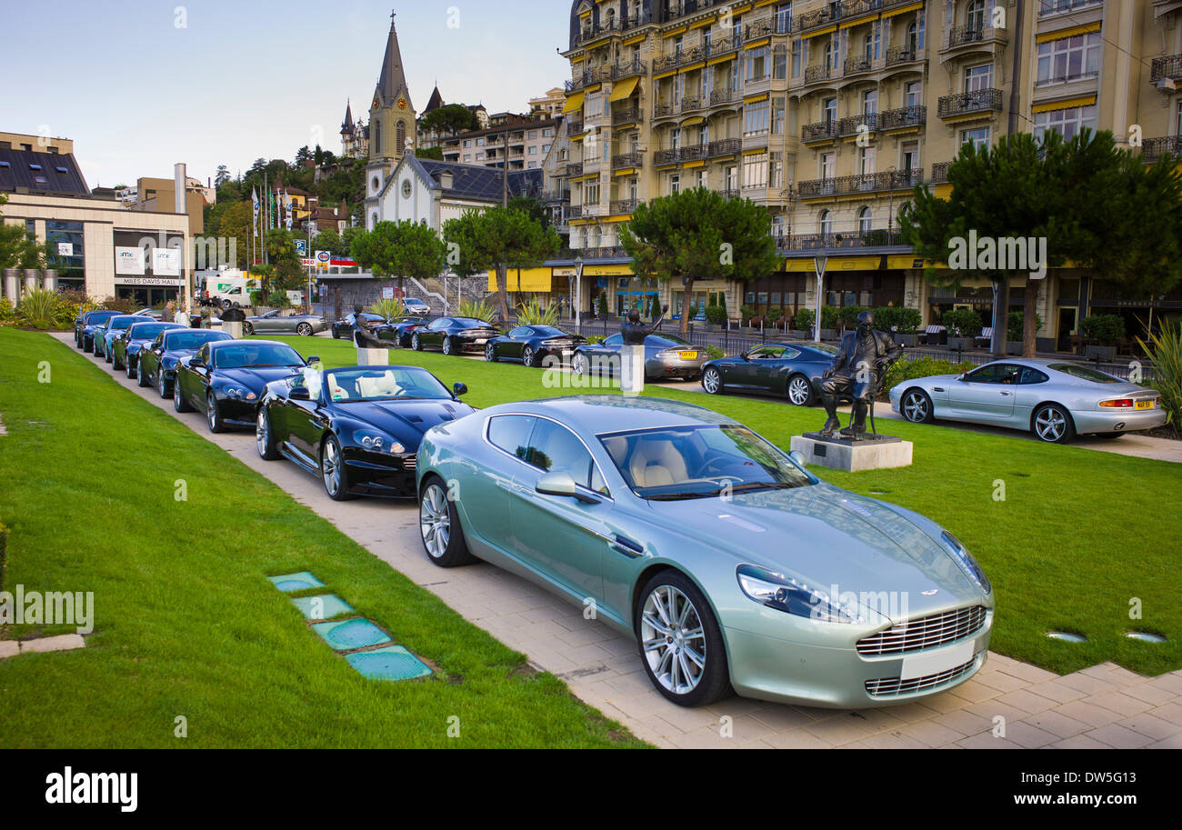 Aston Martin Auf Einem Parkplatz Vor Einem Hotel Front Aston Martin Rapide Montreux Schweiz Stockfotografie Alamy