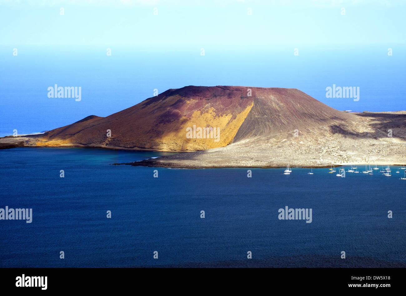 Blick von der Insel Lanzarote nach La Graciosa Island gedreht vom Mirador del Rio Stockfoto