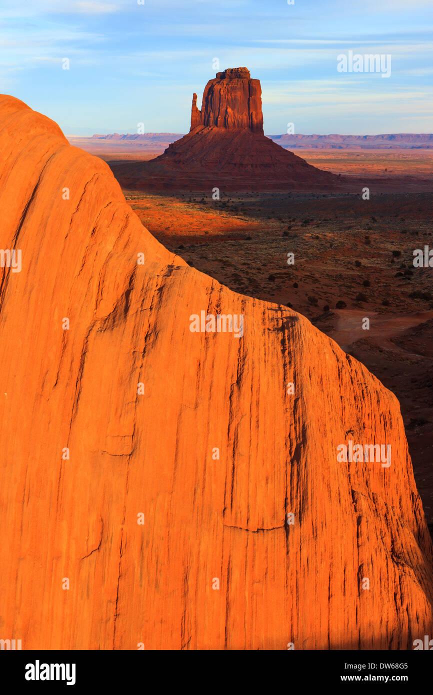 Sonnenuntergang in Monument Valley Navajo Tribal Park an der Grenze zwischen Utah und Arizona Stockbild