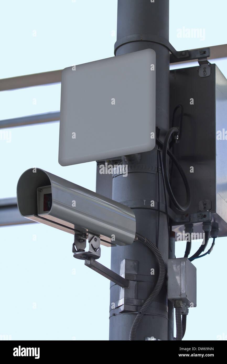 Monitoring-Gerät in einem Bahnhof Stockbild
