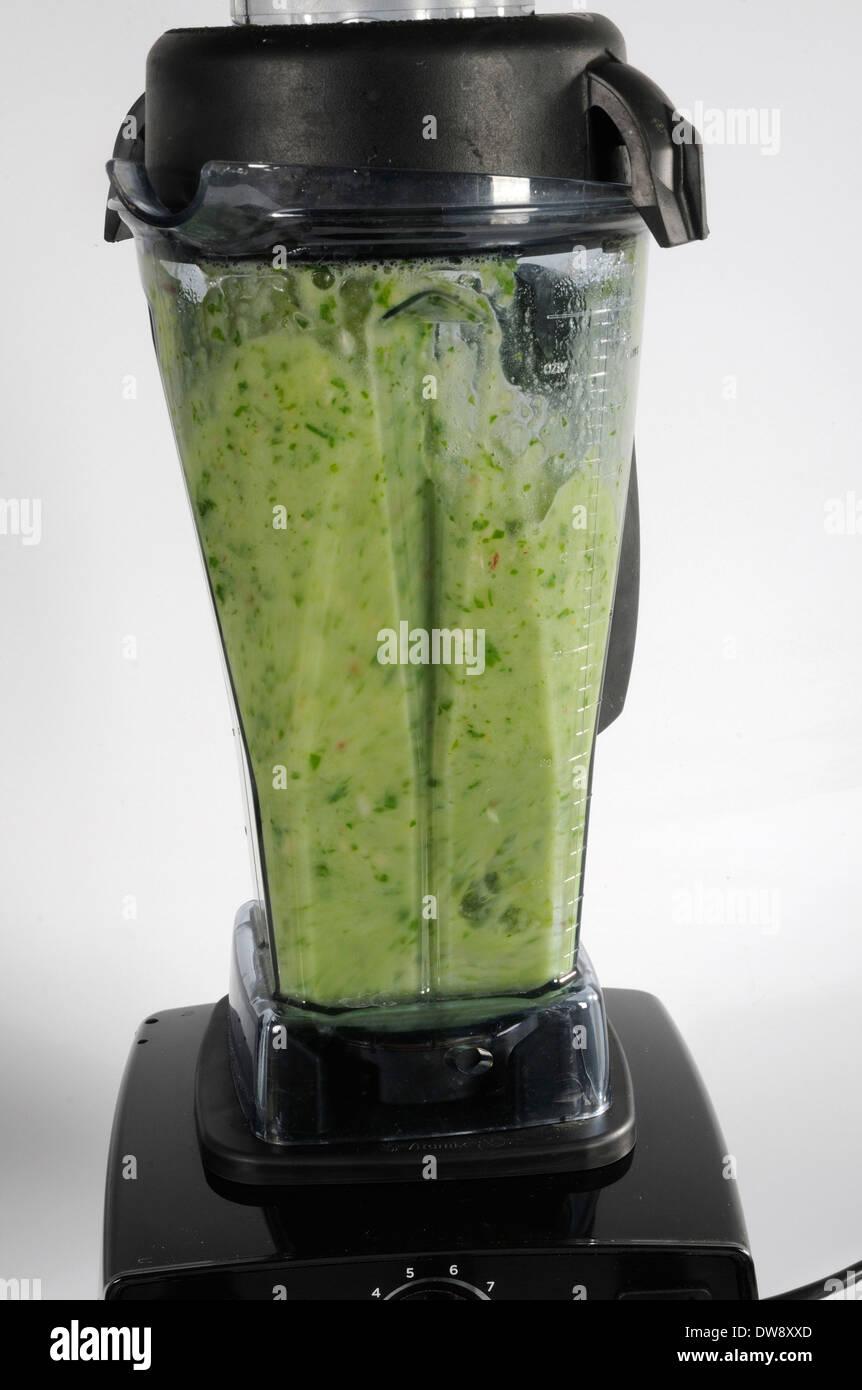 Produktion von grünen smoothie Stockbild