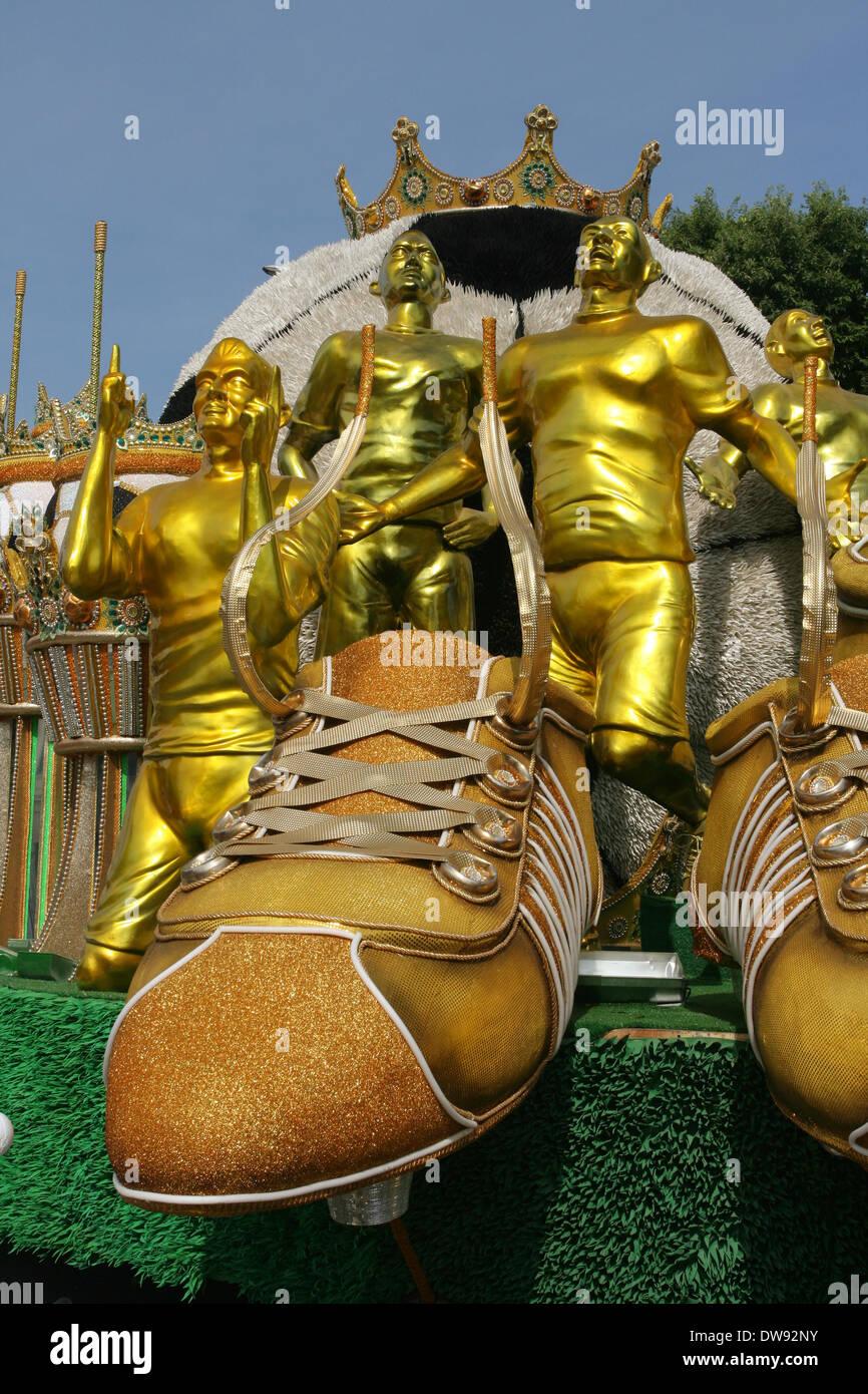 Rio De Janeiro, 3. März 2014. Float von GRES in Leopoldinense, thematisch auf brasilianischen Fußballspieler Zico, Stockfoto