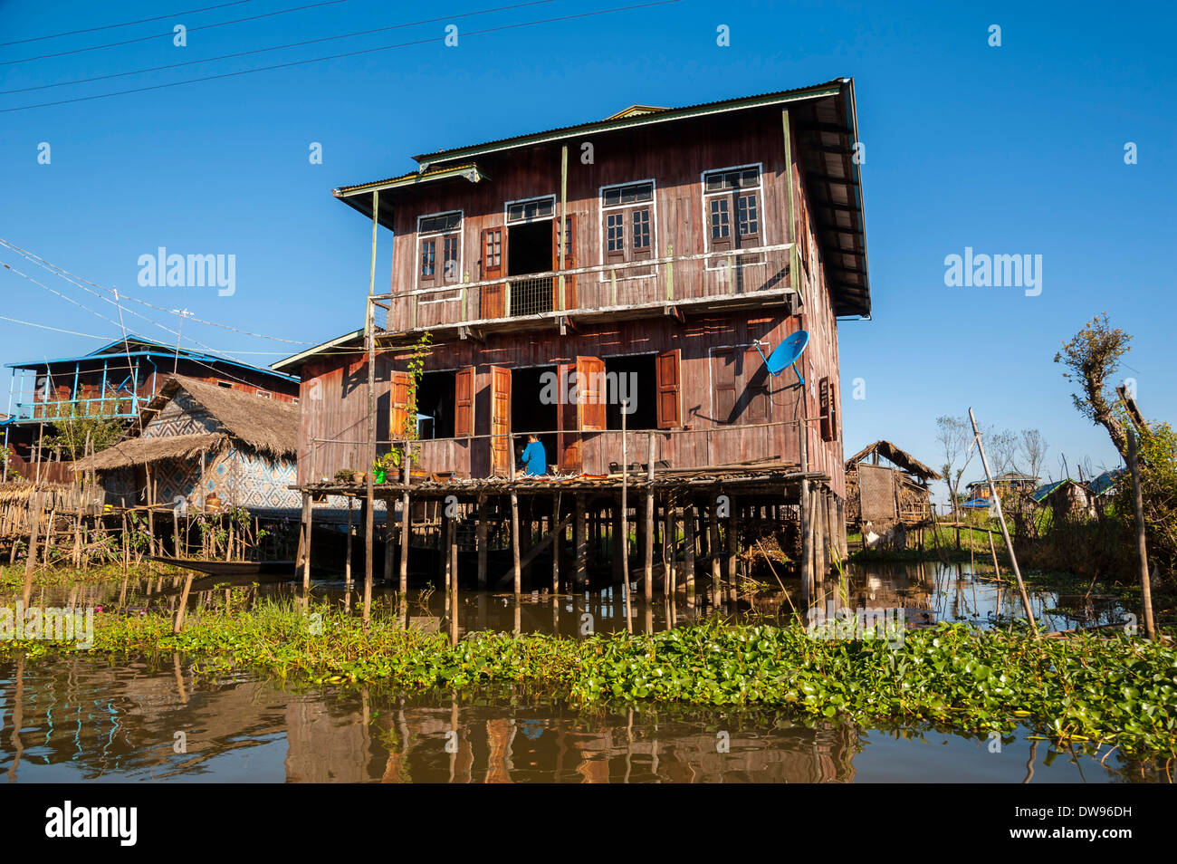 traditional house myanmar village stockfotos traditional house myanmar village bilder alamy. Black Bedroom Furniture Sets. Home Design Ideas