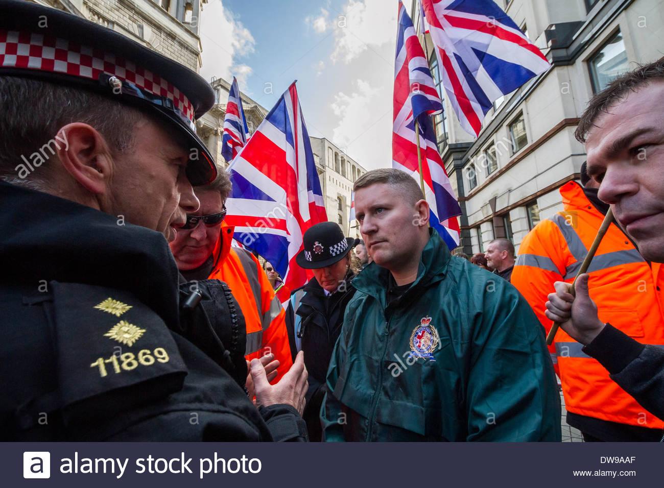 Paul Golding (C) Führer der rechten Patriot-Britain First-Gruppe vor Gericht Old Bailey in London. Stockbild
