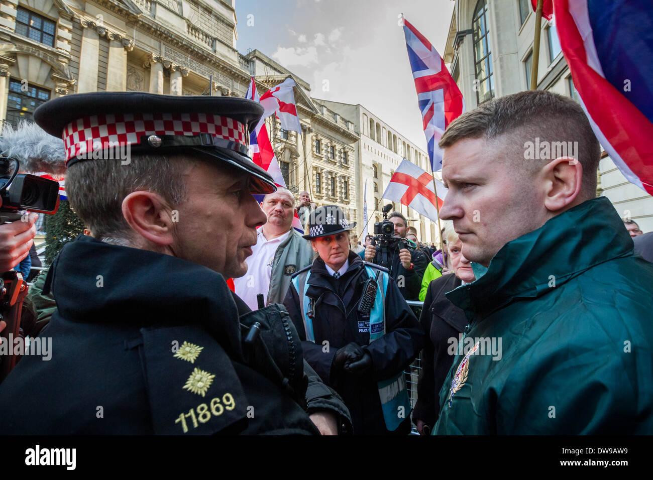 Paul Golding Vorsitzender der Britain First rechtsextremen Fraktion vor Gericht Old Bailey in London. Stockbild
