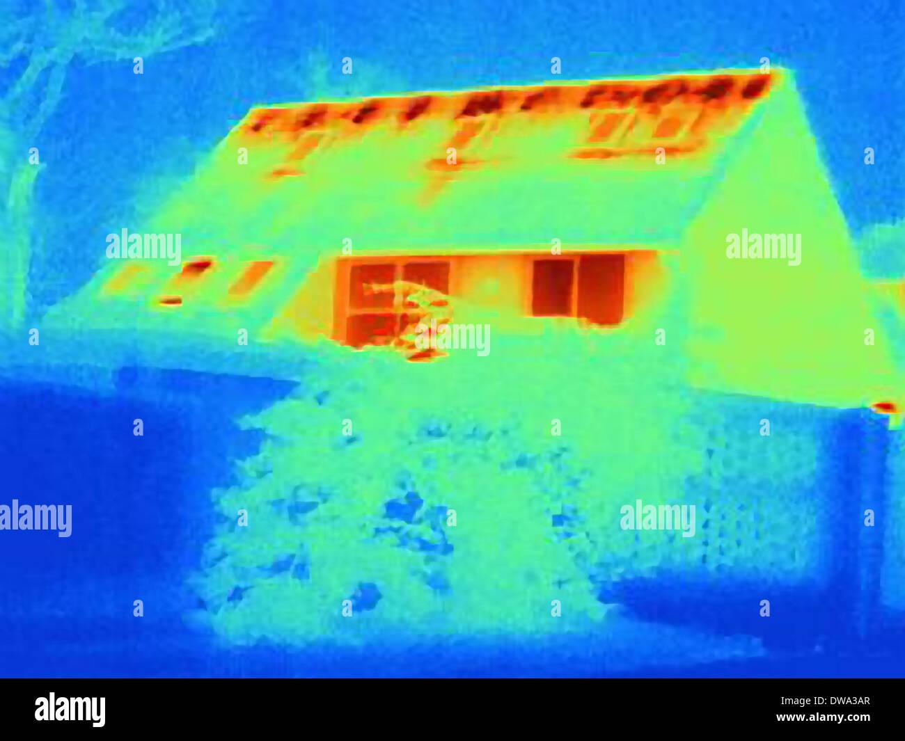wärmebild eines hauses, zeigt wärmeverlust durch schlechte