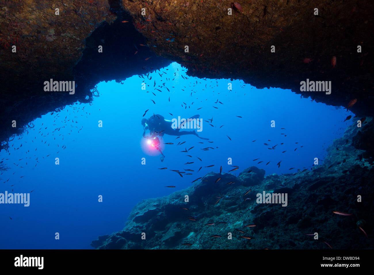 Umrahmt von Cavern Diver. Stockbild