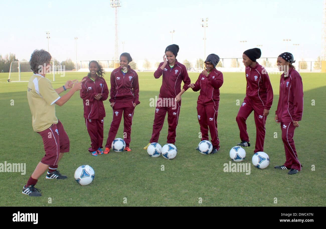 Fussball Trainer Der Katarischen Frauen Monika Staab L Auf