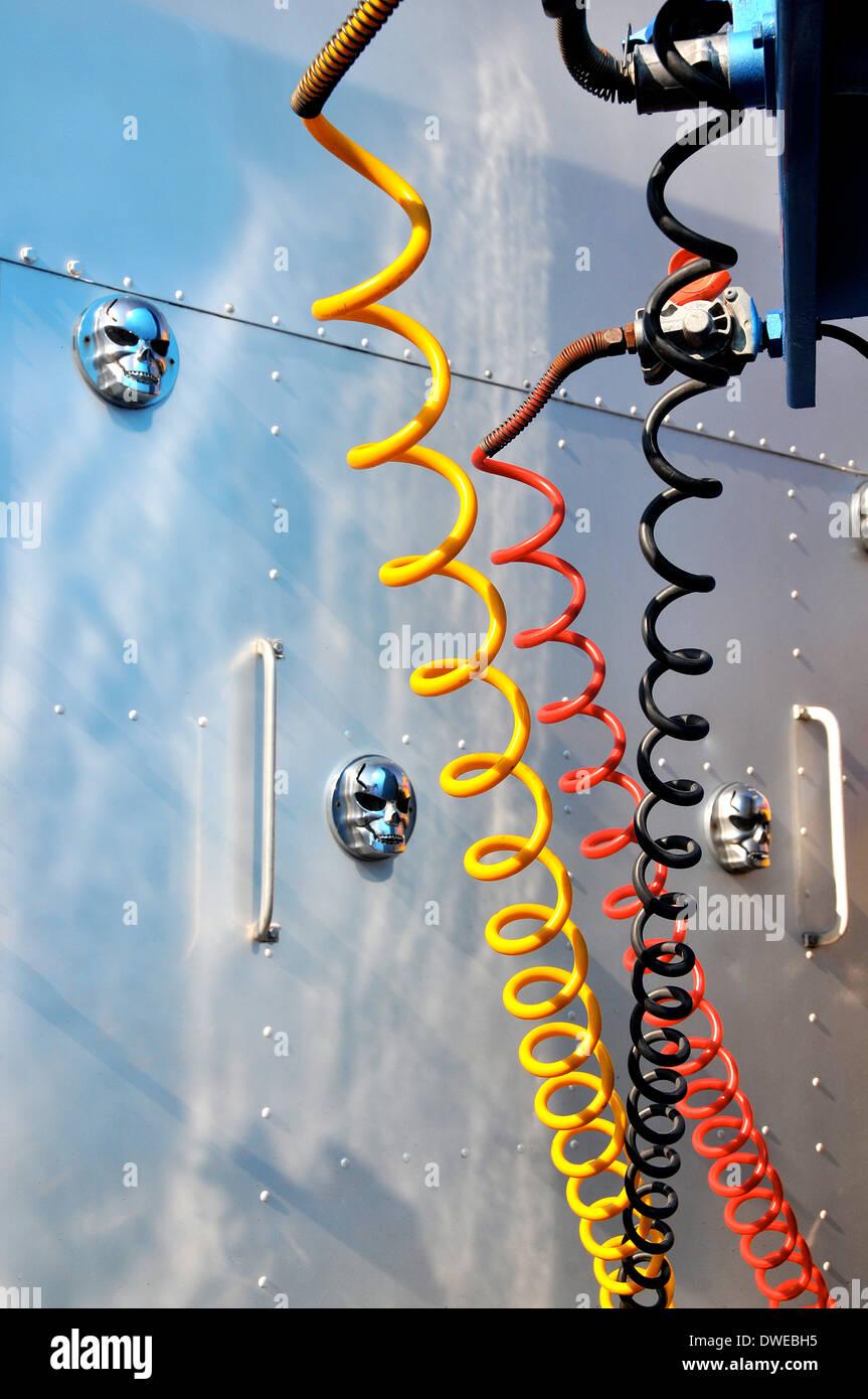 Fein Anhänger Elektrische Verbindung Fotos - Elektrische Schaltplan ...