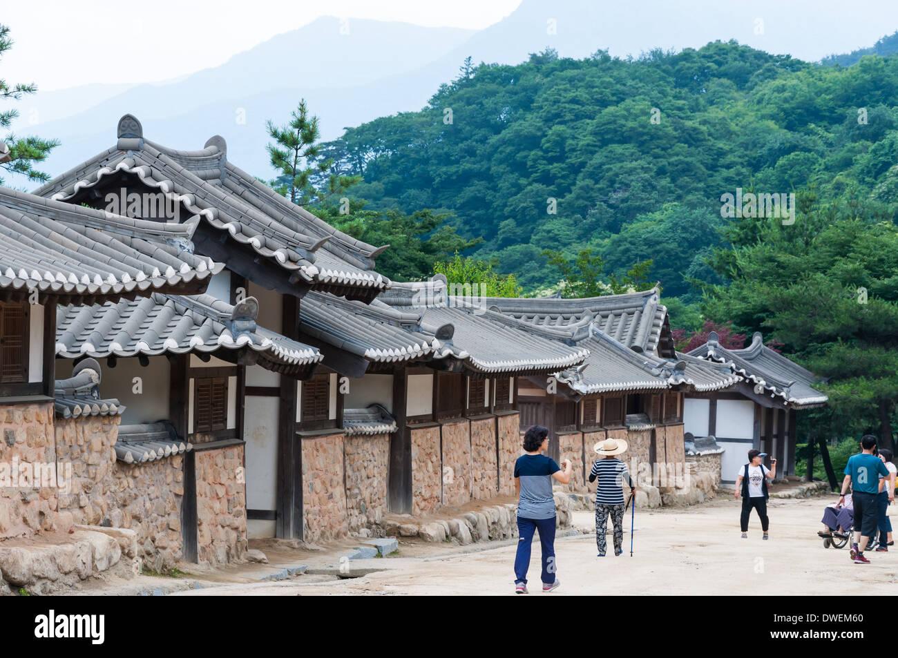 Traditionelle koreanische Architektur an einem historischen Dorf in Südkorea. Stockbild
