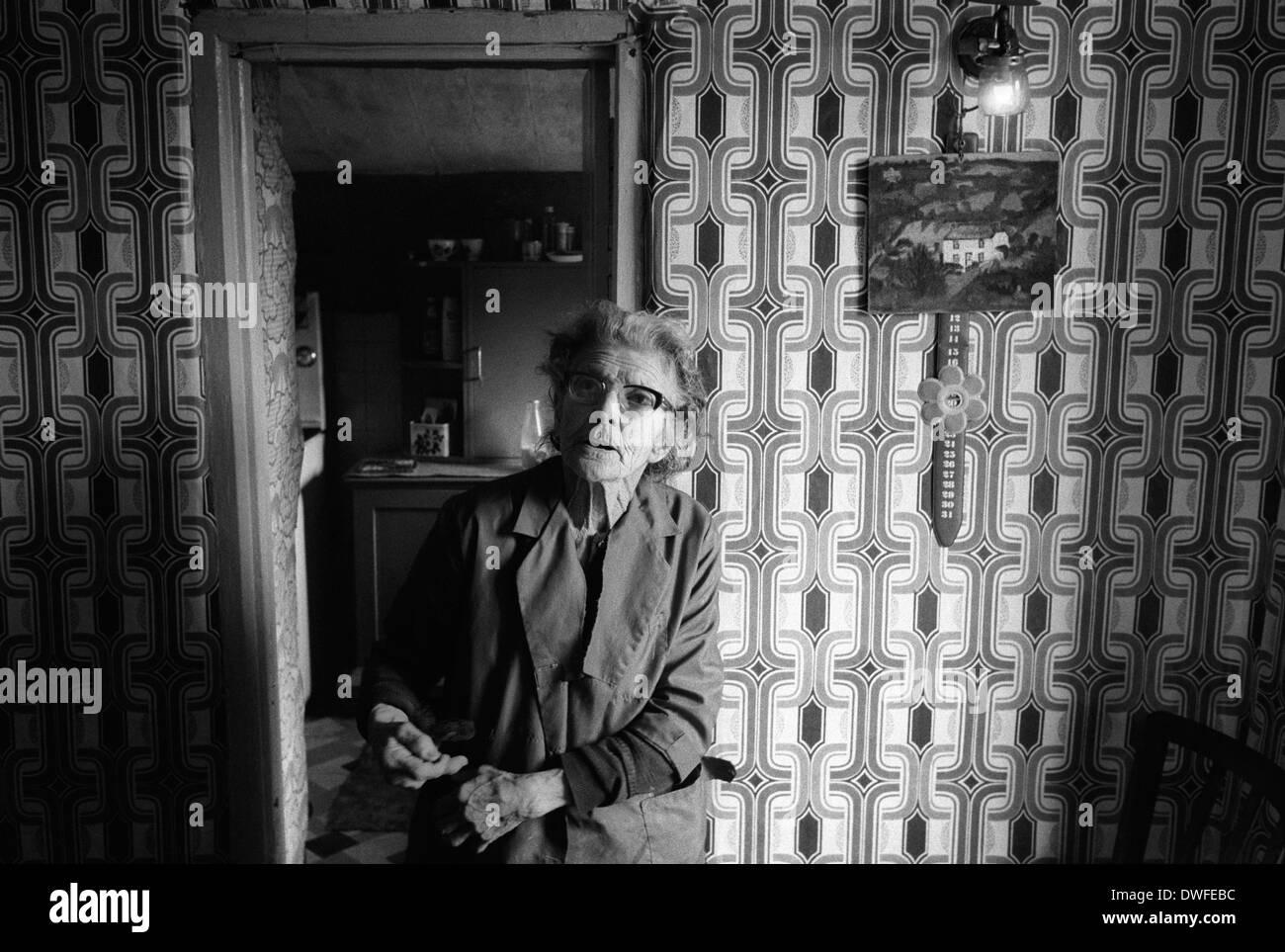 Gas-Lampe Licht Ferienhaus Cornwall 1978 England HOMER SYKES Stockbild