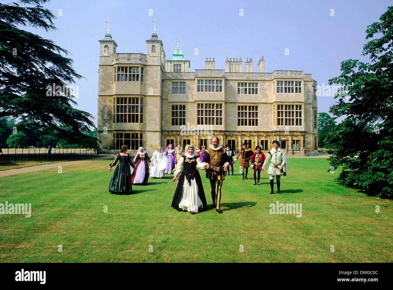 Audley End House, Essex, Kostüm aus dem 16. Jahrhundert Tänzer, Reenactment elisabethanischen Tudor England Stockbild