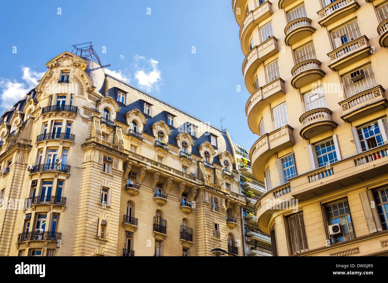 Schöne französische Stil-Architektur im Stadtteil Recoleta von Buenos Aires, Argentinien Stockfoto
