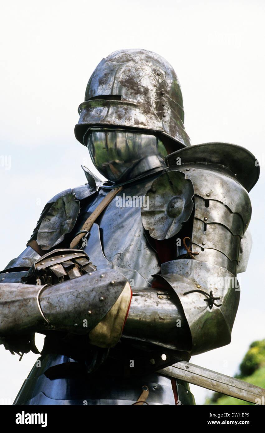 Reenactment, mittelalterliche vollständige Plattenrüstung, 15. Jahrhundert, im Kriege der Rosen und der Schlacht von Bosworth, Englisch Soldat Soldaten England UK Stockbild