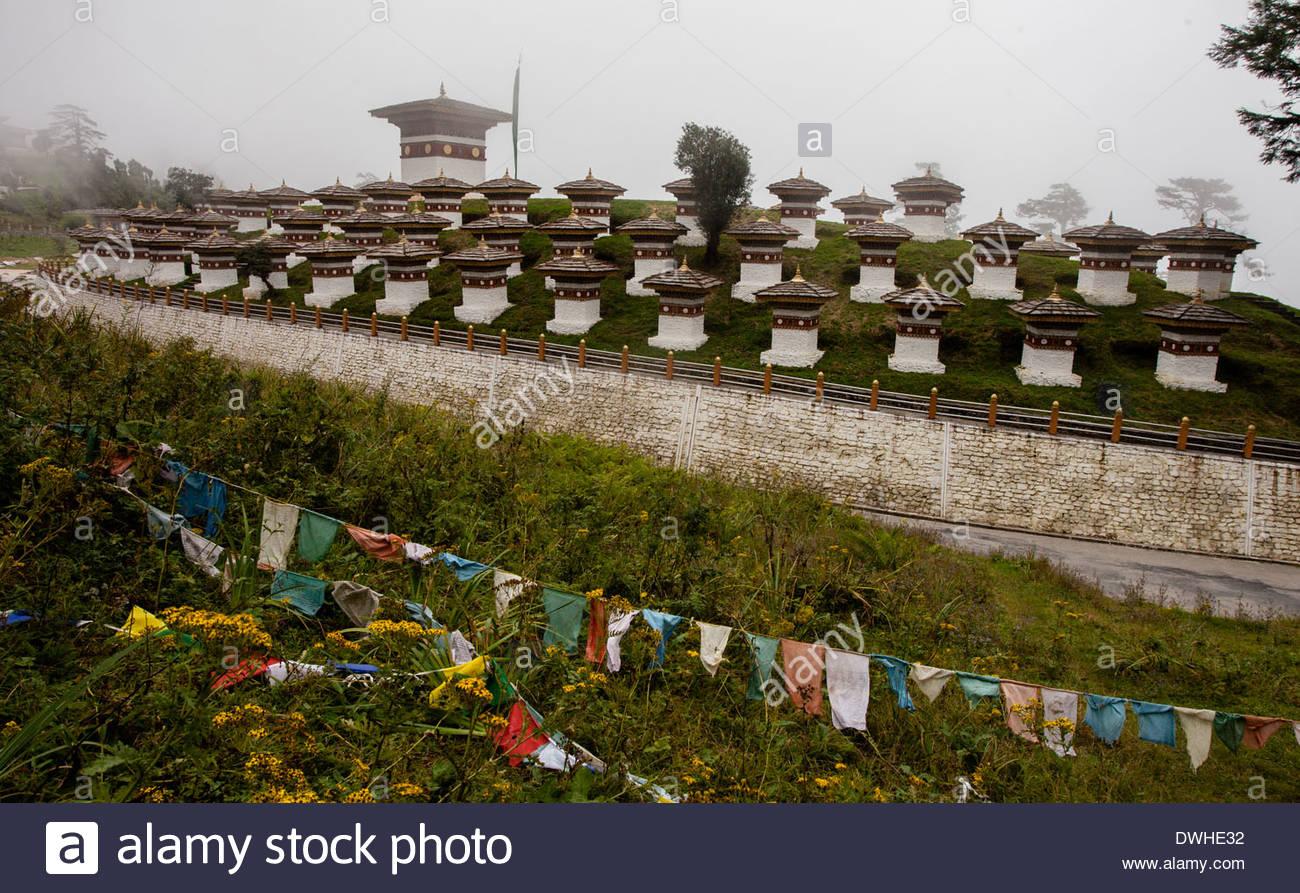 Die Druk Wangyal Chörten Oder 108 Chörten Stupas Am Dochula Pass