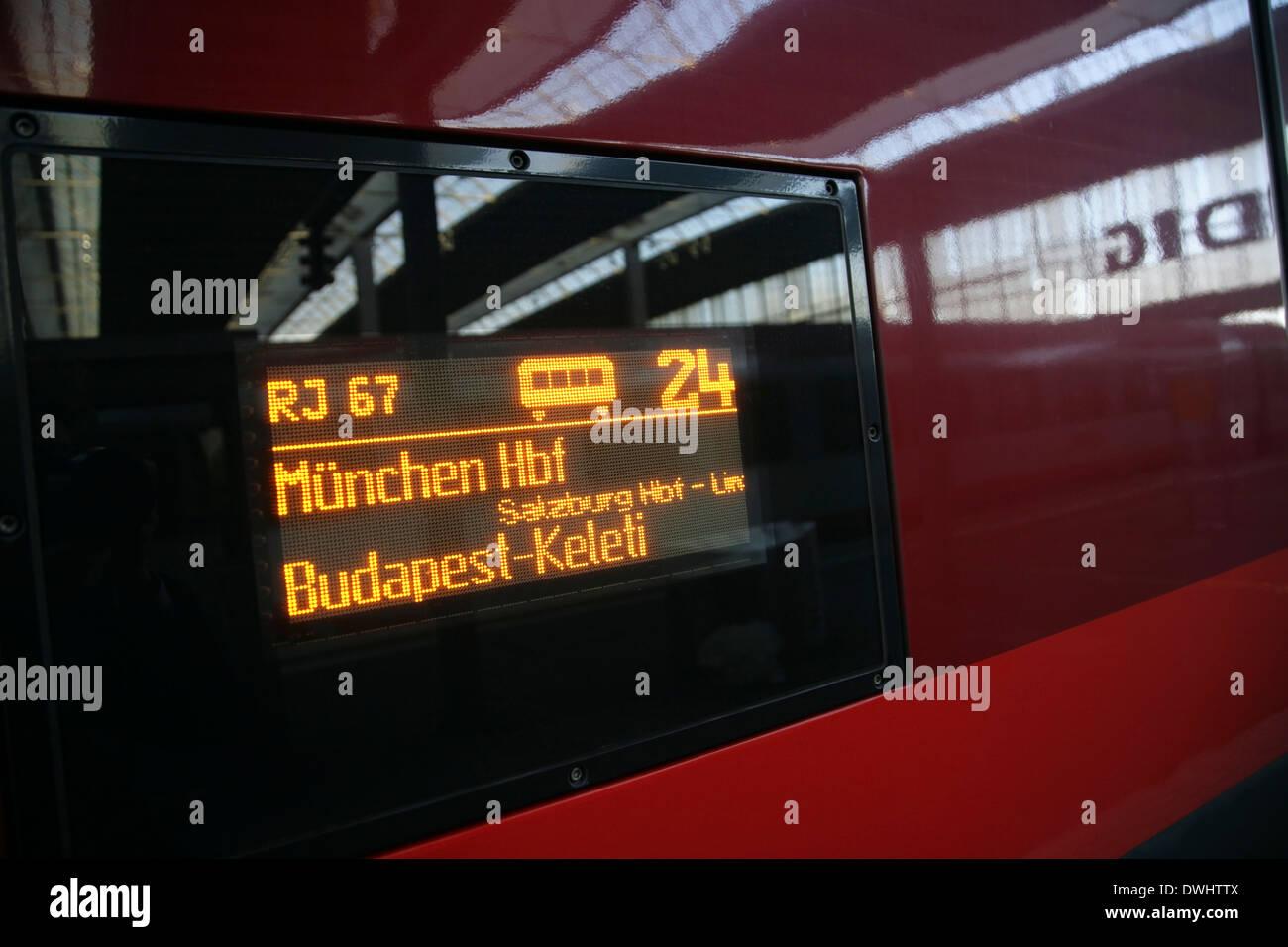 Railjet Zug Von München Nach Budapest Wartet München