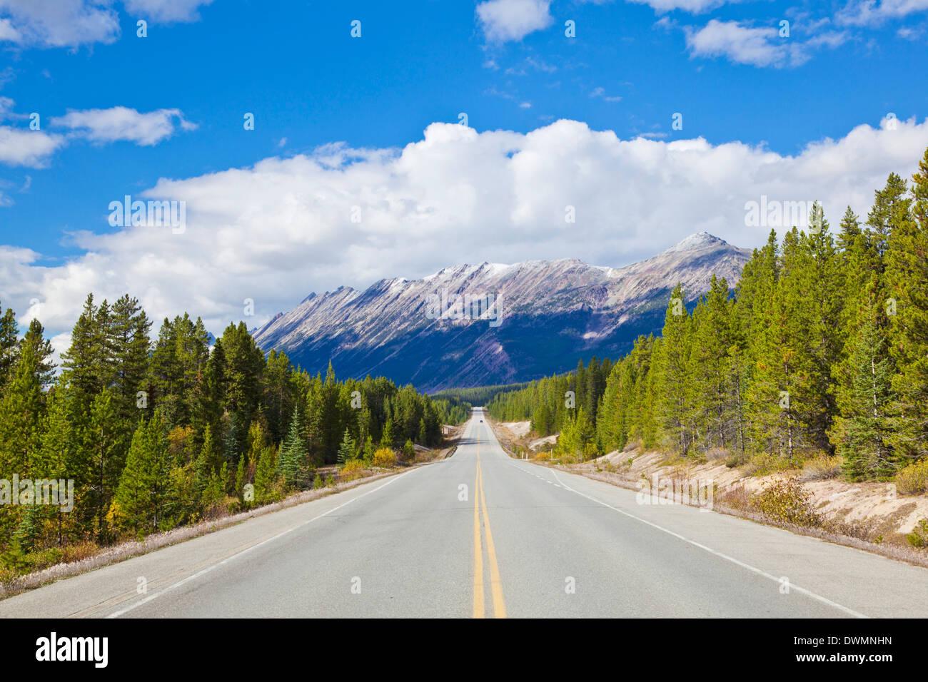 Der Icefields Parkway Straße Autobahn durch Jasper National Park, UNESCO World Heritage Site, Alberta, kanadischen Rocky Mountains, Kanada Stockbild