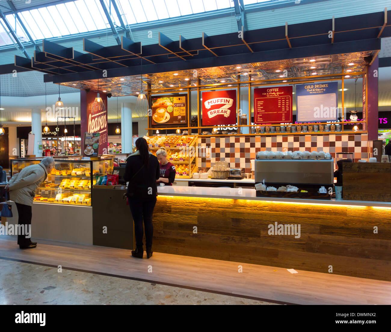 Muffin zu brechen, ein neues Café und Bar mit Speisen in einer Einkaufspassage in Middlesbrough UK Stockbild