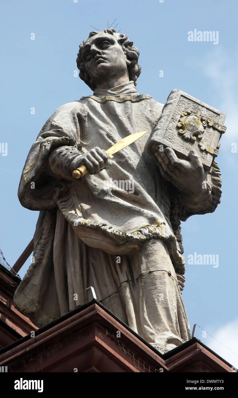 St. Colman auf die Fassade der Stiftskirche Neumünster in Würzburg Stockbild