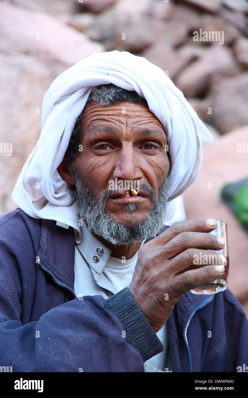 Beduinen Greis Tee trinken Stockbild
