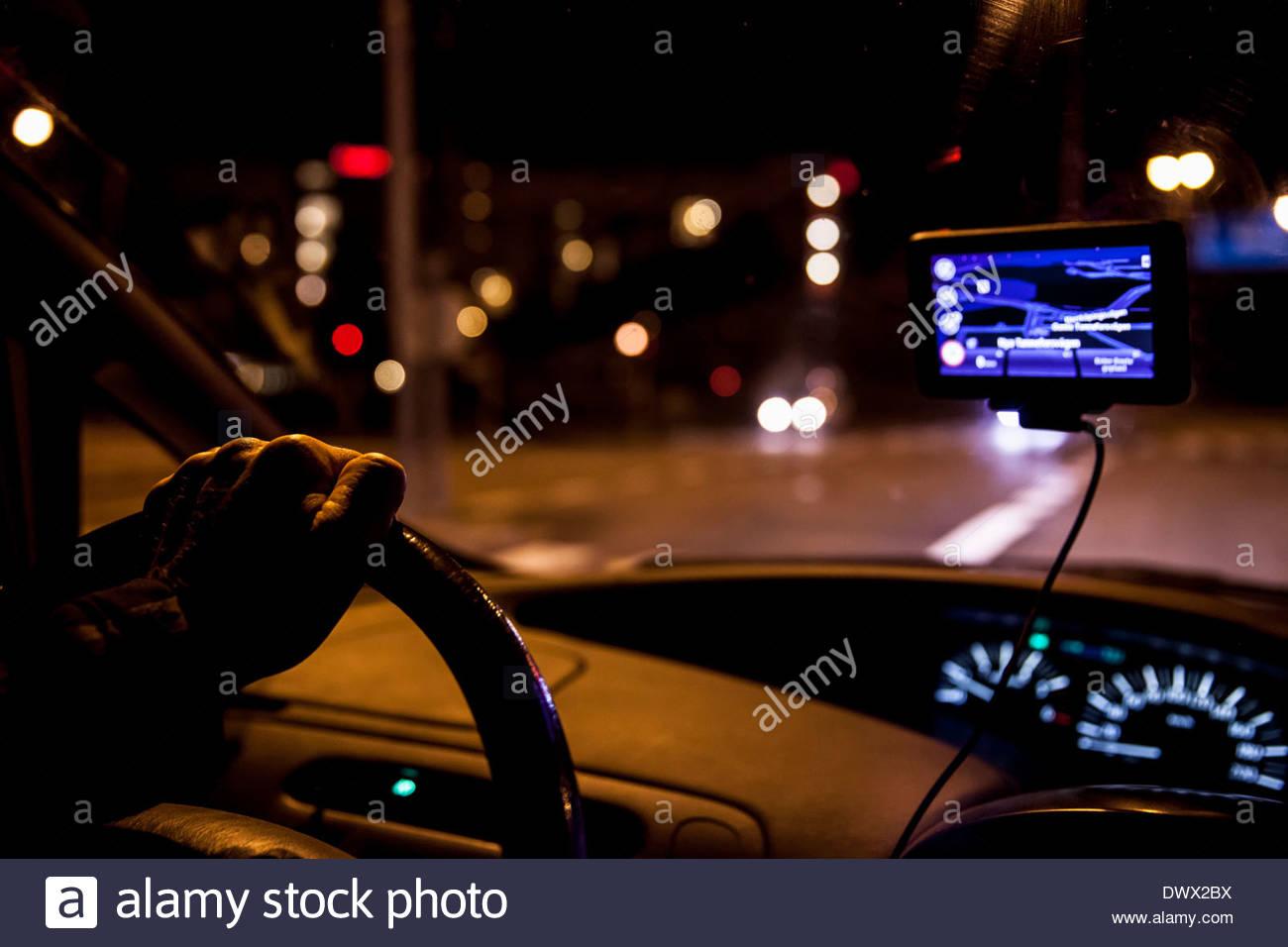 Beschnitten, Menschenbild, Nachtfahrten mit dem Auto Stockbild