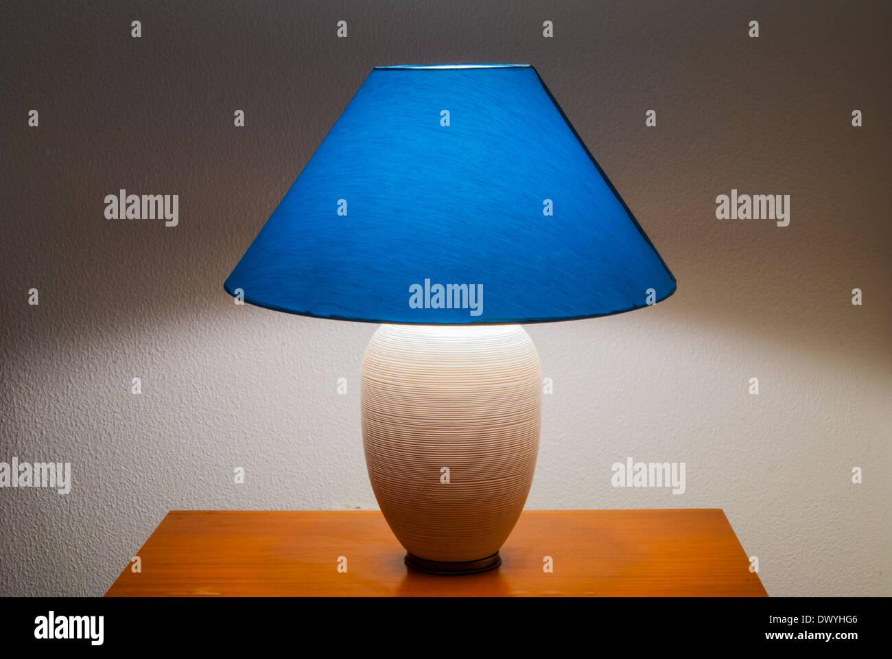 nachttisch mit licht best flamp leicht zu bewegen ein licht referenz with nachttisch mit licht. Black Bedroom Furniture Sets. Home Design Ideas