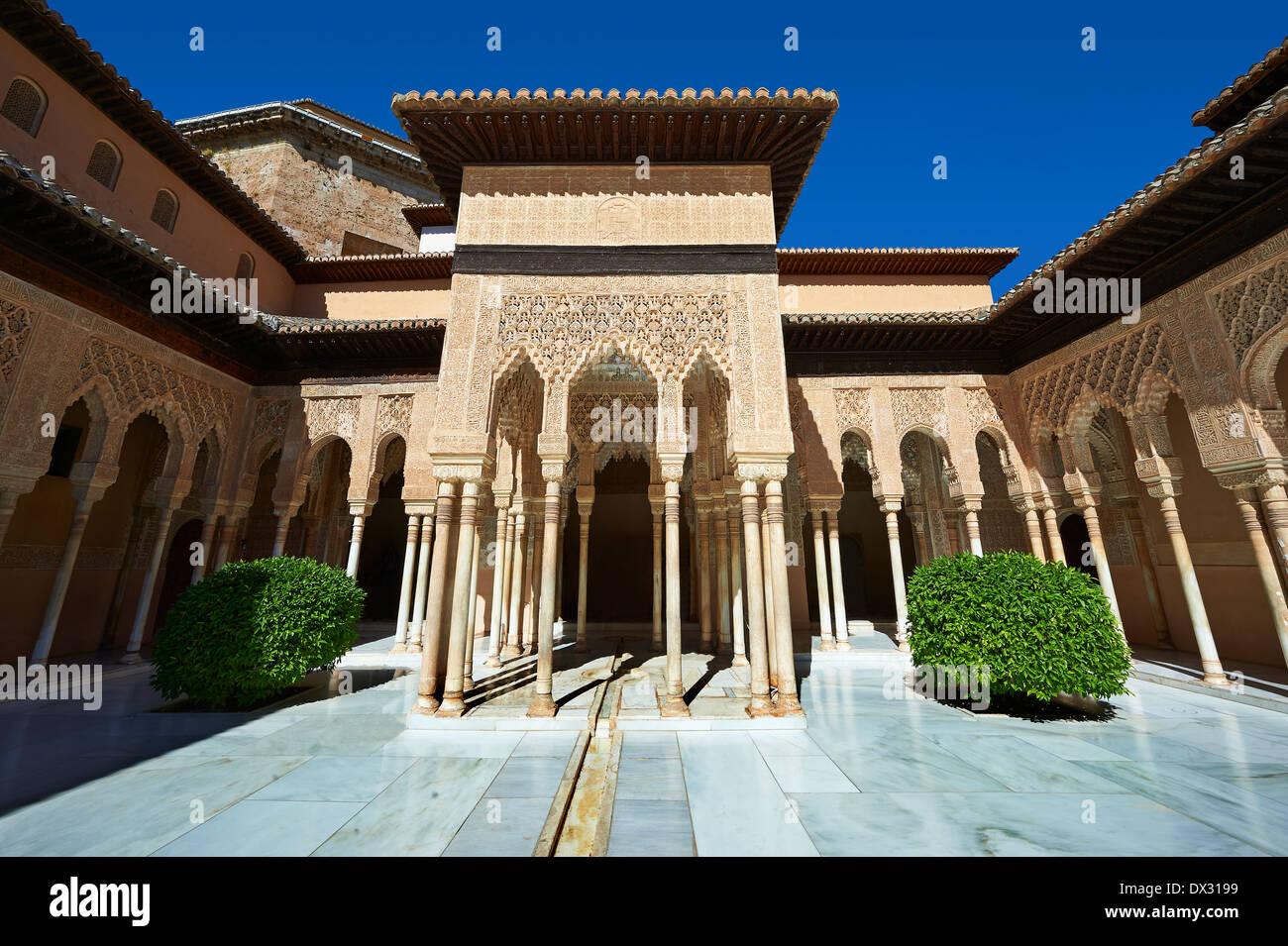 Arabesque maurische Architektur der Patio de los Leones (Hof der Löwen) Palacios Nazaries, Alhambra. Granada, Spanien Stockbild