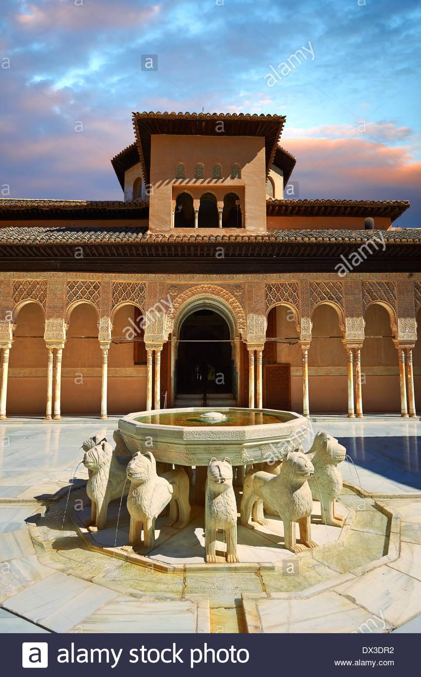 Arabesque maurische Architektur der Patio de los Leones (Hof der Löwen), Palacios Nazaries, Alhambra. Granada, Spanien Stockbild