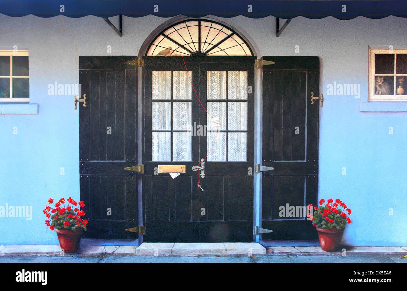 Realistische Wandbild eines hölzernen Tür und Fenster mit Blumentöpfen in der Stadt Sarasota, Florida, USA Stockbild