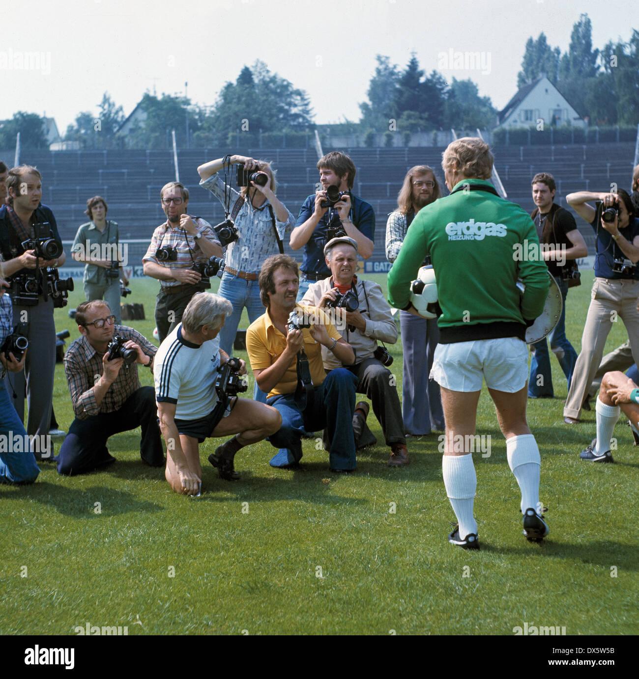 fu ball bundesliga 1977 1978 borussia moenchengladbach team pr sentation medien presse. Black Bedroom Furniture Sets. Home Design Ideas