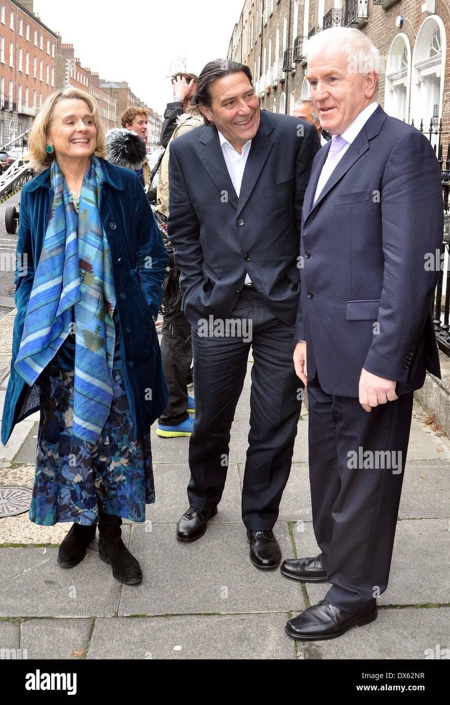 "Ciaran Hinds-set Sinead Cusack mit Minister Jimmy Deenihan den Film ""The Sea"" in Dublin Dublin, Irland - 26.10.12 wo: Stockfoto"