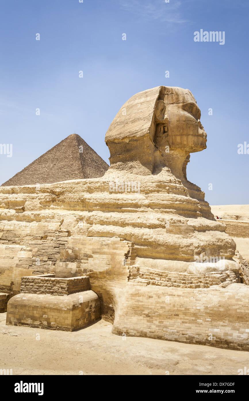 Grosse Sphinx Und Pyramiden Von Gizeh Auch Bekannt Als Pyramide Von Khufu Und Pyramide Von Cheops Gizeh Kairo Agypten Stockfotografie Alamy