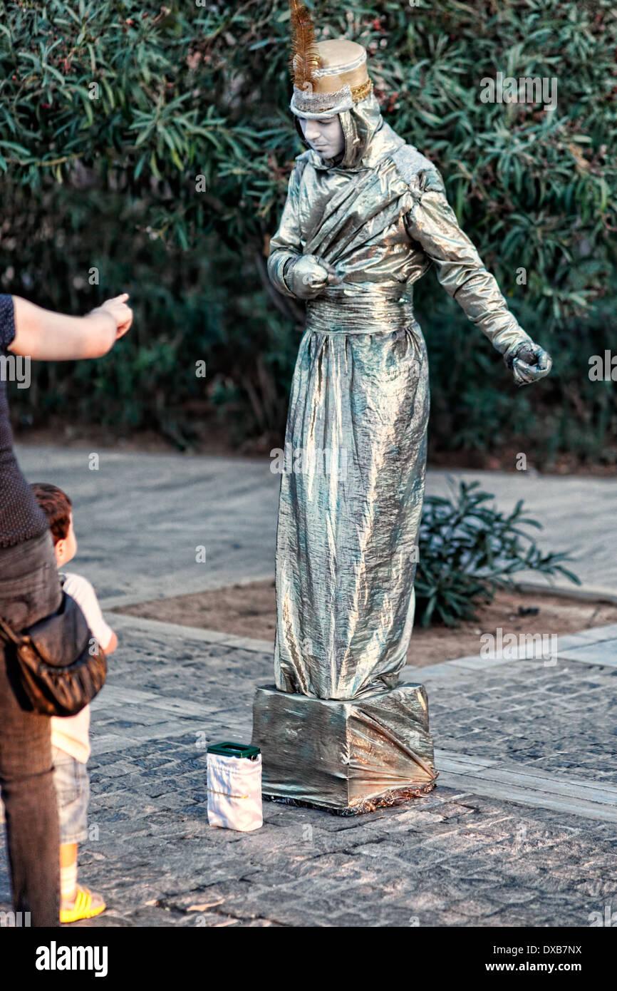Ein Mime führt in der Straße von Athen, Griechenland Stockbild