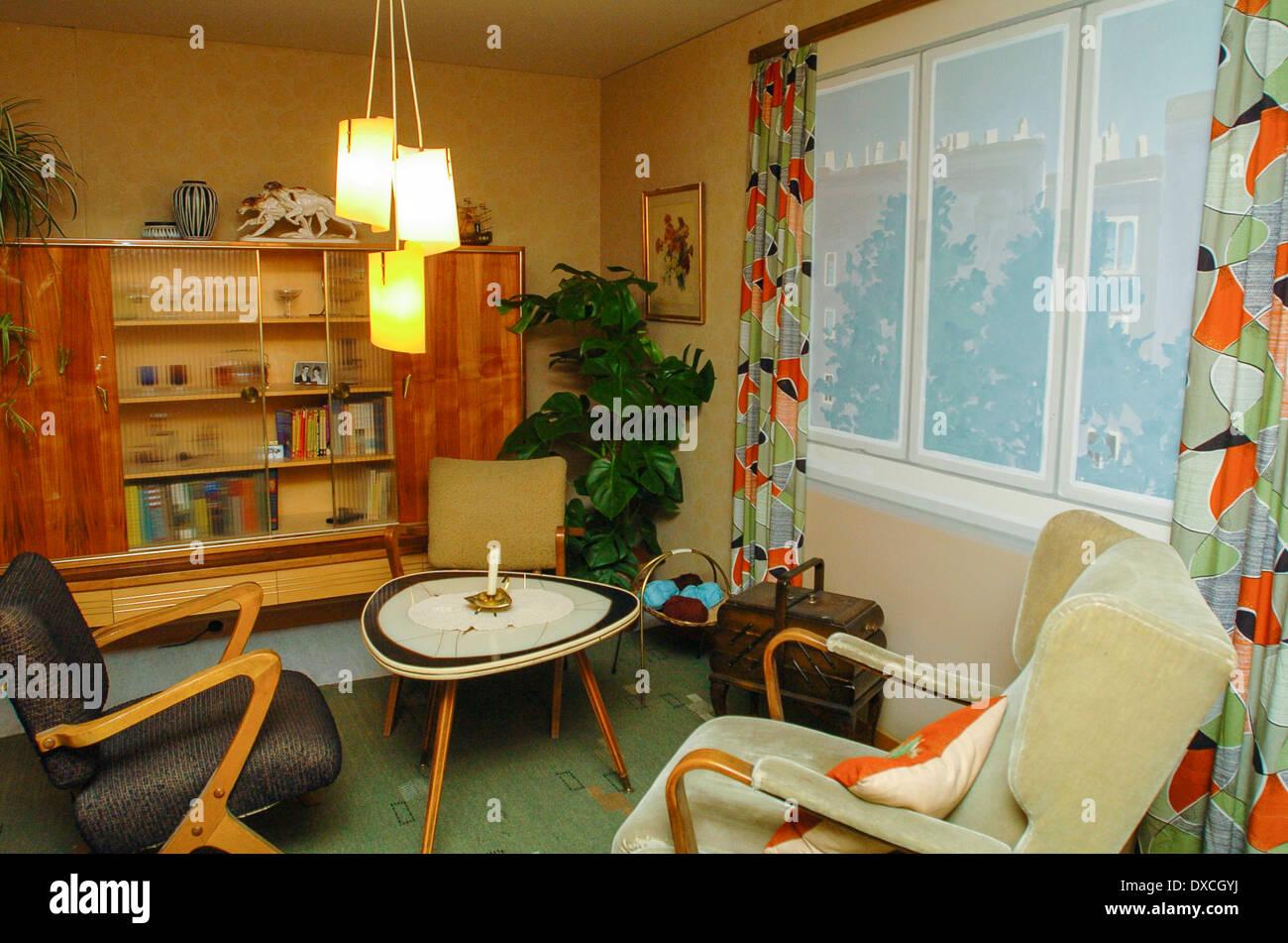 wohnung im 50er jahre stil wohnzimmer stockfoto bild. Black Bedroom Furniture Sets. Home Design Ideas