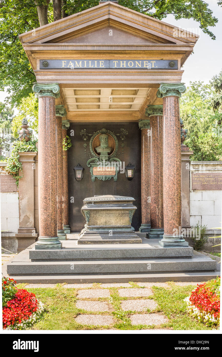 Familiengruft der Bugholzmöbel Maker Dynastie Thonet, Zentralfriedhof, Wien, Österreich Stockbild
