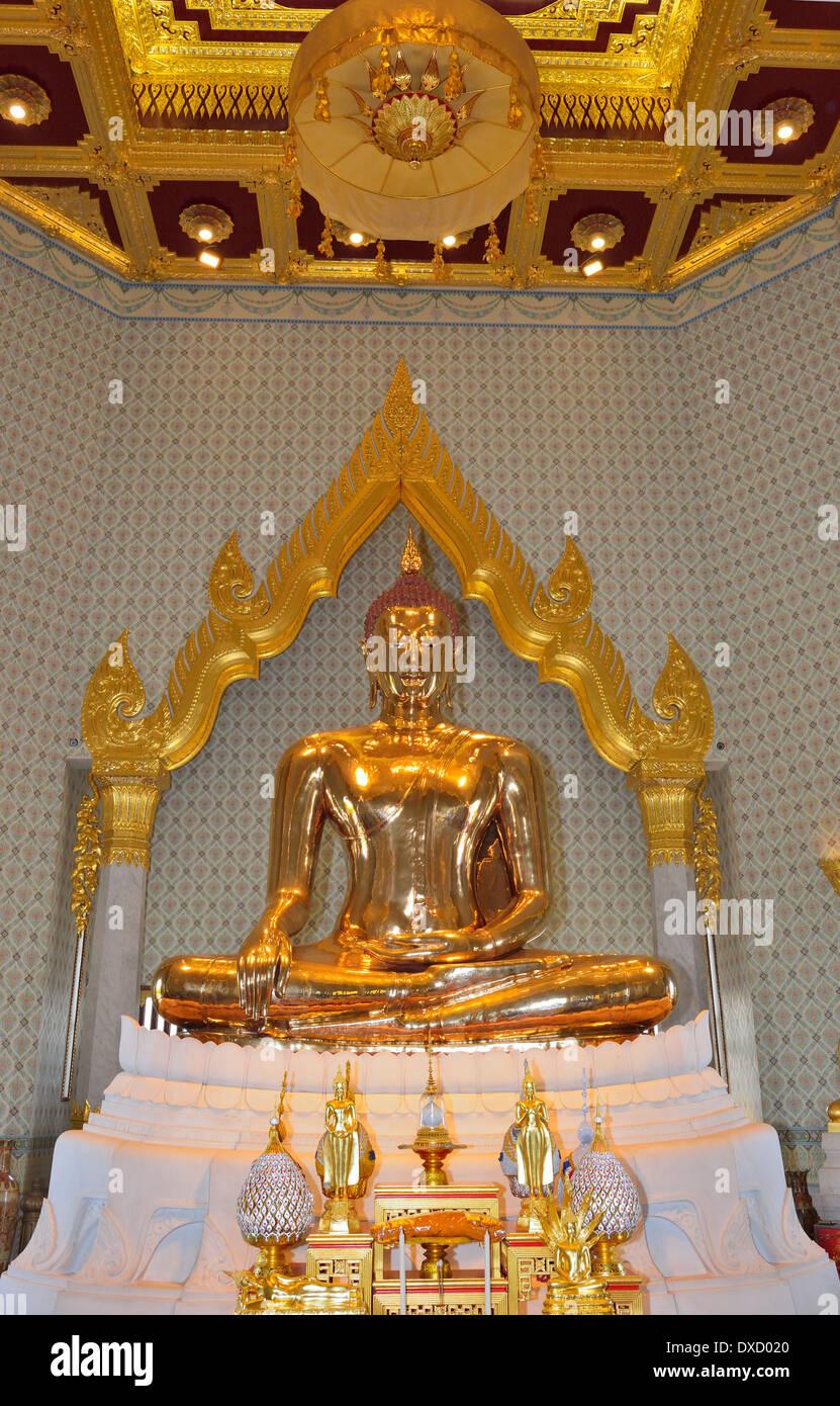 Erfassung der Verwunderung und die schiere Größe aus massivem Gold Golden Buddha an, Wat Traimit, Bangkok Stockbild