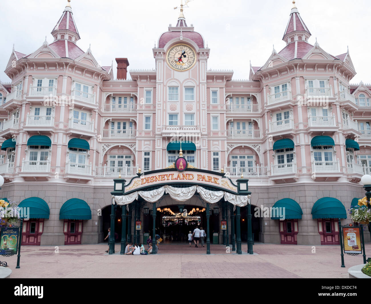Disneyland Hotel Und Disneyland Paris Frankreich Stockfoto Bild