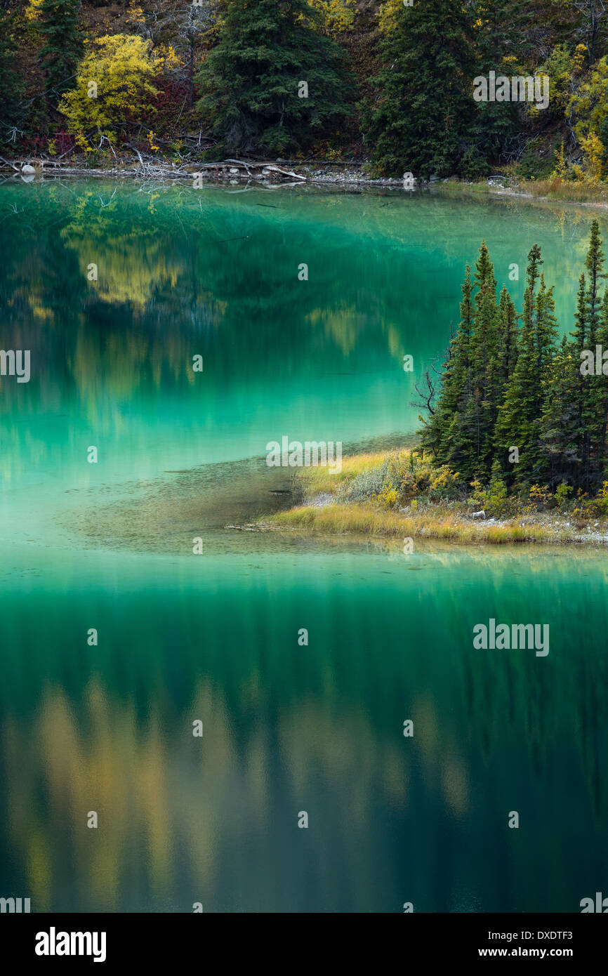 Emerald Lake, nr Carcross, Yukon Territorien, Kanada Stockbild