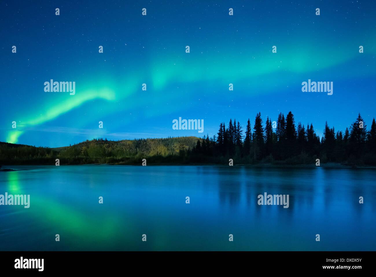 Aurora Borealis (Nordlicht) über den Klondike River, Yukon Territorien, Kanada Stockbild