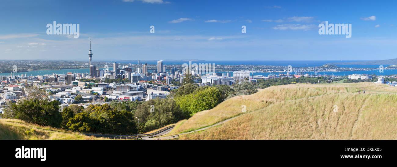 Blick auf Auckland von Mount Eden, Auckland, Nordinsel, Neuseeland Stockfoto