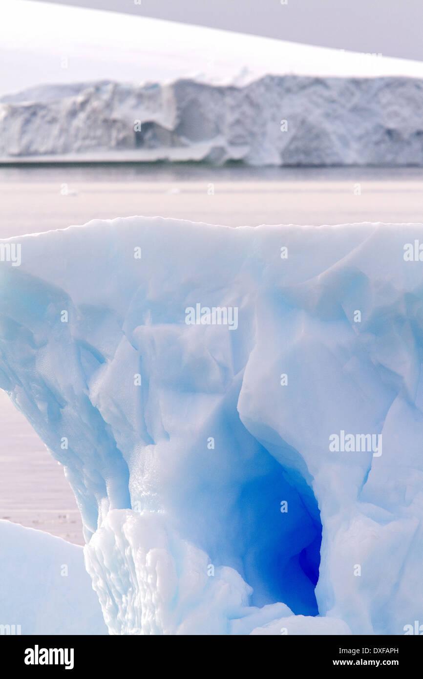 Blaues Eis der Antarktis, Eisberg, Eisberge, Eisberg, Antarktis. Stockbild